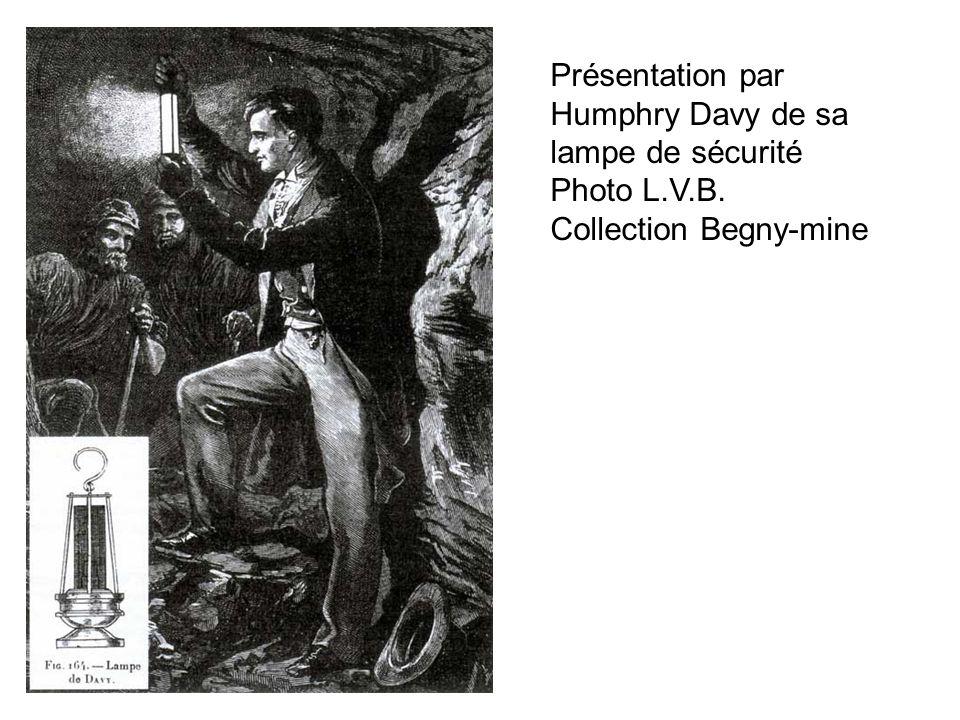 Présentation par Humphry Davy de sa lampe de sécurité