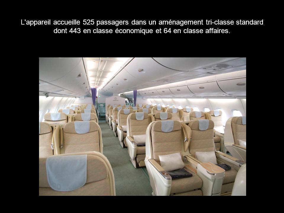 L appareil accueille 525 passagers dans un aménagement tri-classe standard dont 443 en classe économique et 64 en classe affaires.
