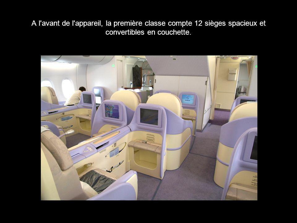 A l avant de l appareil, la première classe compte 12 sièges spacieux et convertibles en couchette.