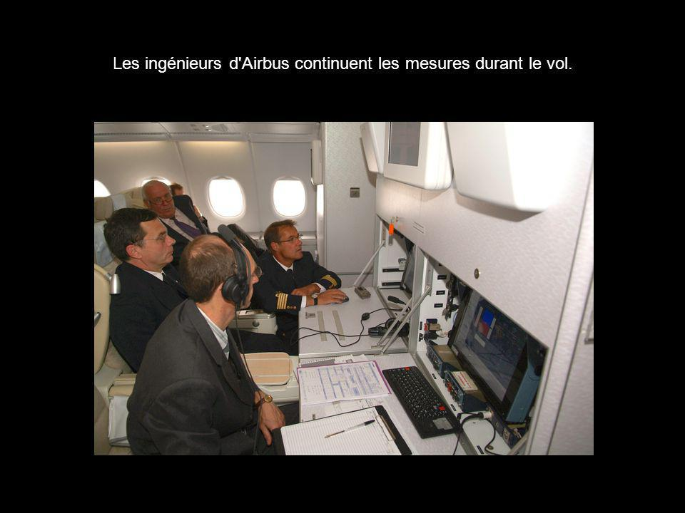 Les ingénieurs d Airbus continuent les mesures durant le vol.