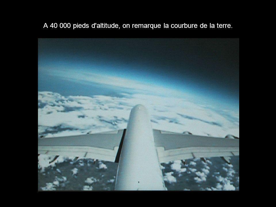 A 40 000 pieds d altitude, on remarque la courbure de la terre.