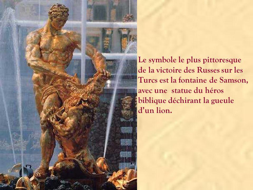 Le symbole le plus pittoresque de la victoire des Russes sur les Turcs est la fontaine de Samson, avec une statue du héros biblique déchirant la gueule d'un lion.