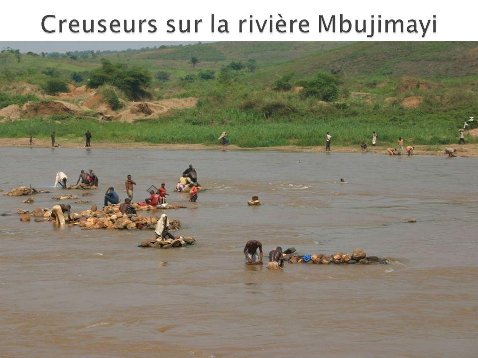 Creuseurs sur la rivière Mbujimayi
