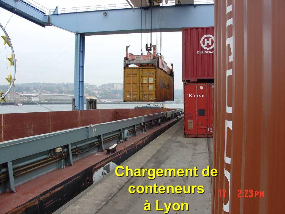 Chargement de conteneurs à Lyon