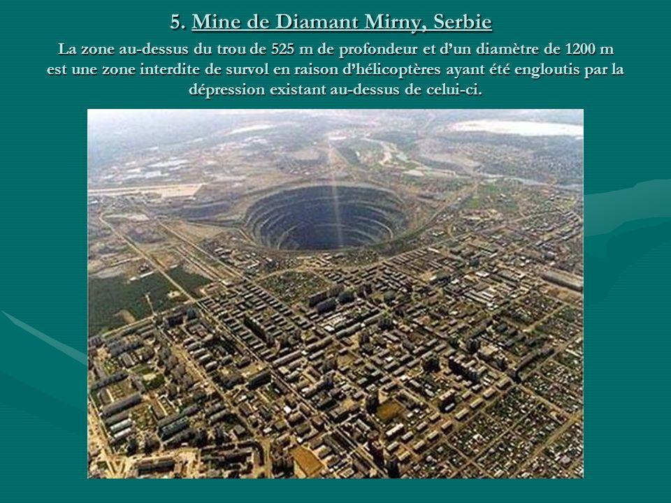5. Mine de Diamant Mirny, Serbie La zone au-dessus du trou de 525 m de profondeur et d'un diamètre de 1200 m est une zone interdite de survol en raison d'hélicoptères ayant été engloutis par la dépression existant au-dessus de celui-ci.