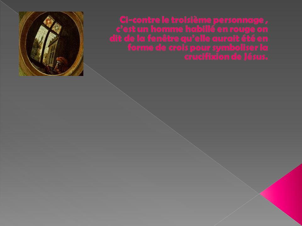 Ci-contre le troisième personnage , c'est un homme habillé en rouge on dit de la fenêtre qu'elle aurait été en forme de crois pour symboliser la crucifixion de Jésus.