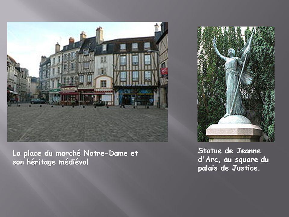 Statue de Jeanne d Arc, au square du palais de Justice.
