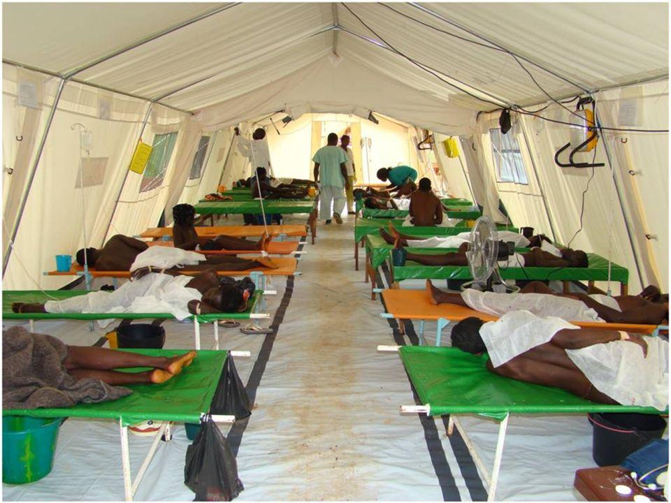 Cette montre un centre de traitement du choléra pouvant être utilisé en cas d urgence pour la prise en charge d un grand nombre de patients.