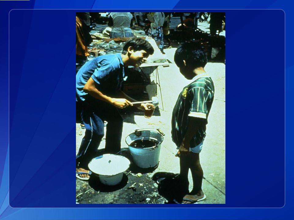 Cette diapositive de 1991 montre un vendeur de rue péruvien vendant une boisson à base de maïs fabriquée maison.