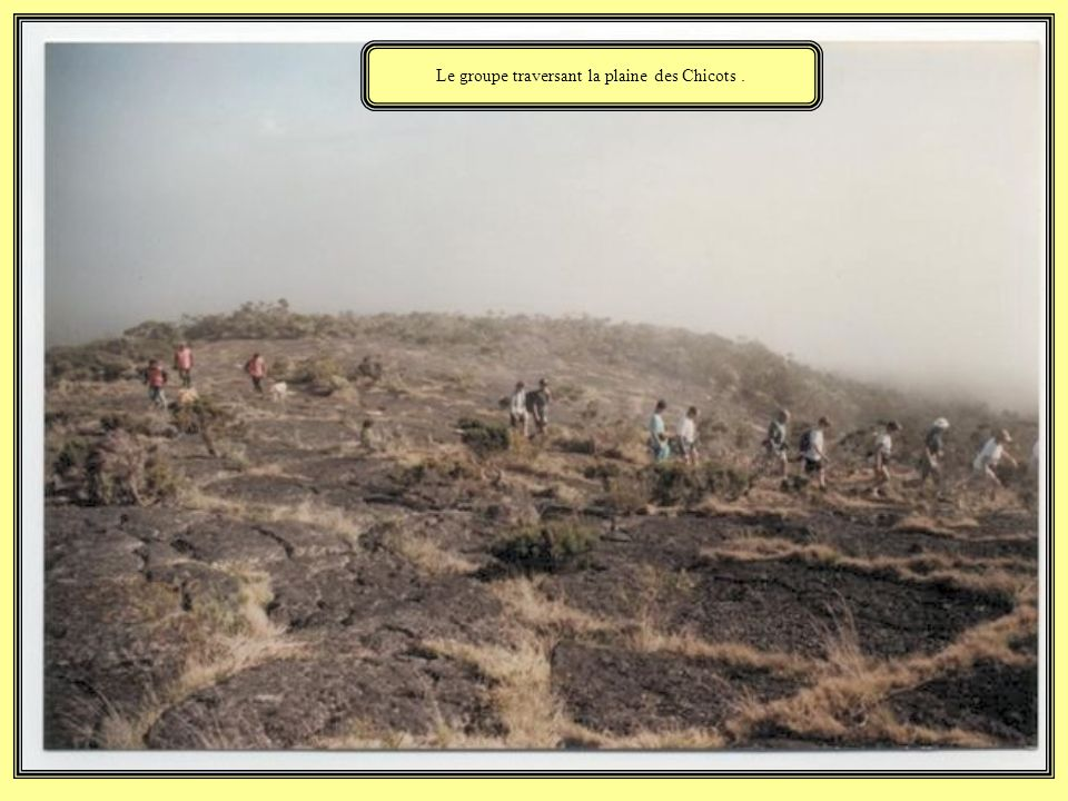 Le groupe traversant la plaine des Chicots .