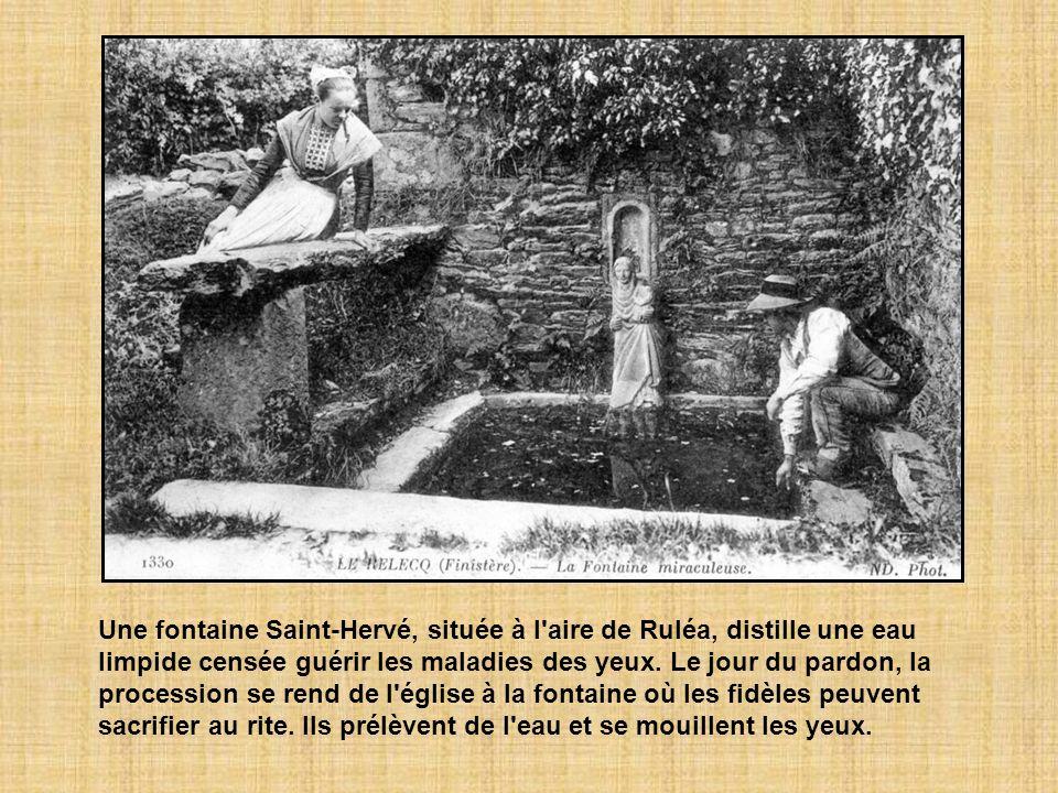 Une fontaine Saint-Hervé, située à l aire de Ruléa, distille une eau limpide censée guérir les maladies des yeux.