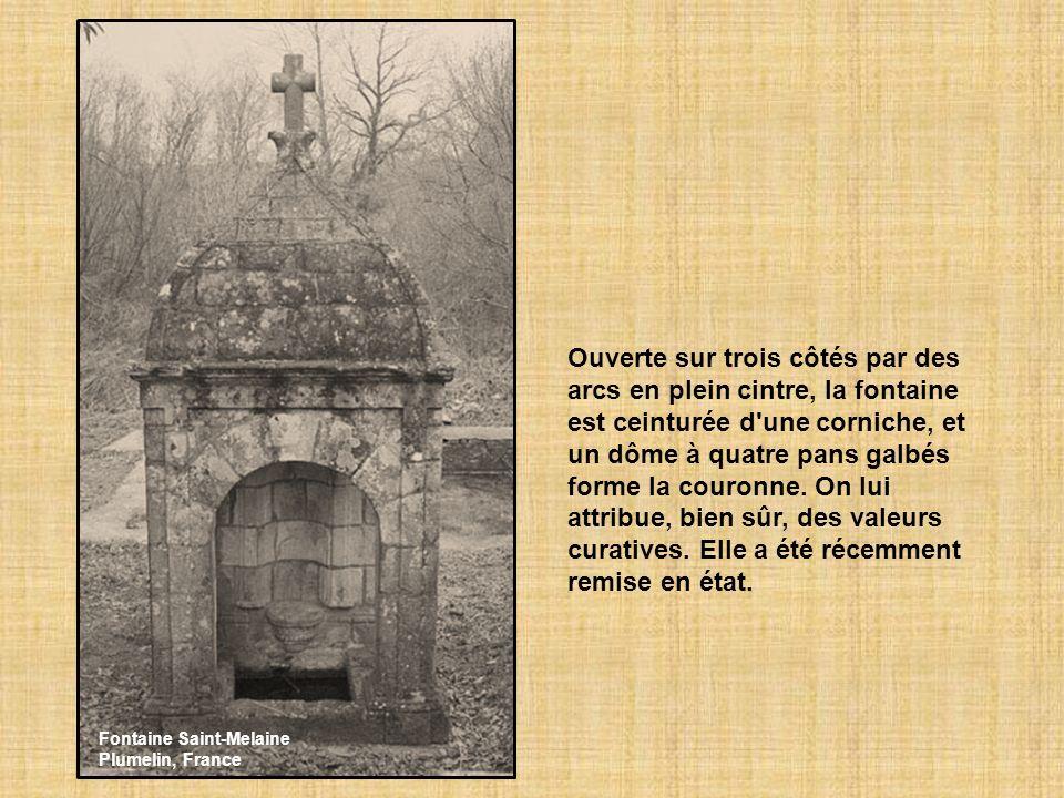 Ouverte sur trois côtés par des arcs en plein cintre, la fontaine est ceinturée d une corniche, et un dôme à quatre pans galbés forme la couronne. On lui attribue, bien sûr, des valeurs curatives. Elle a été récemment remise en état.
