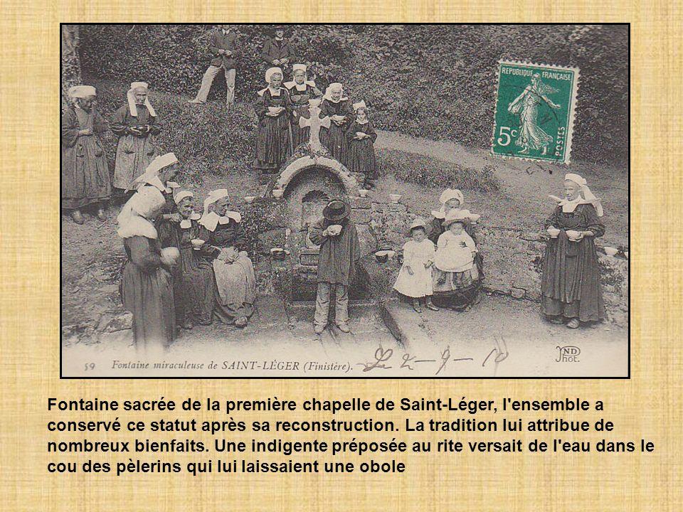 Fontaine sacrée de la première chapelle de Saint-Léger, l ensemble a conservé ce statut après sa reconstruction.