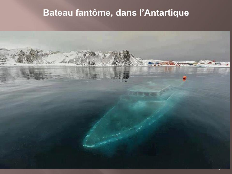 Bateau fantôme, dans l'Antartique