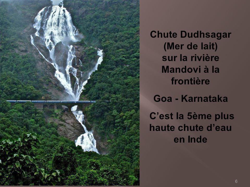 Chute Dudhsagar (Mer de lait) sur la rivière Mandovi à la frontière