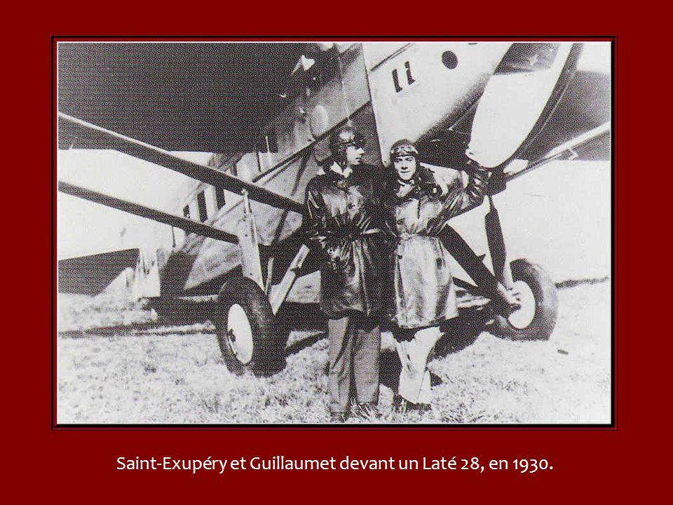 Saint-Exupéry et Guillaumet devant un Laté 28, en 1930.