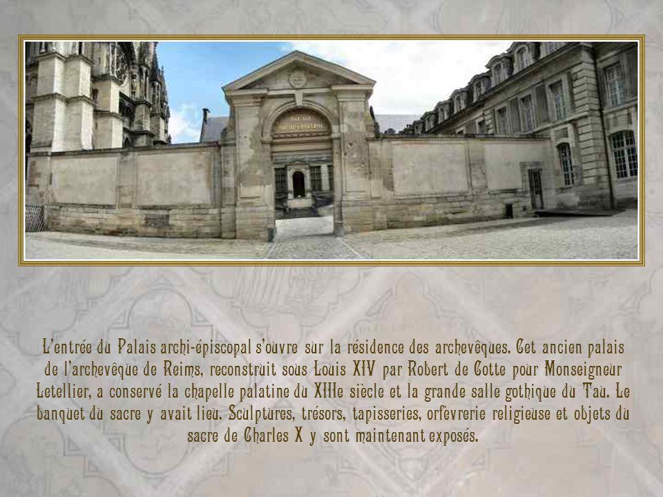 L'entrée du Palais archi-épiscopal s'ouvre sur la résidence des archevêques.