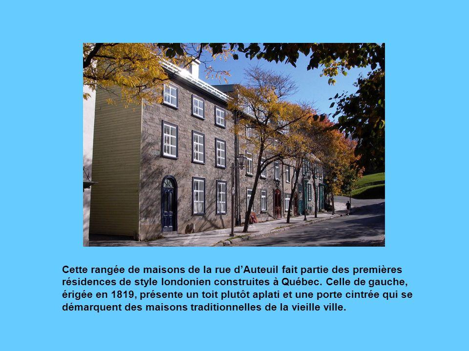 Cette rangée de maisons de la rue d'Auteuil fait partie des premières résidences de style londonien construites à Québec.
