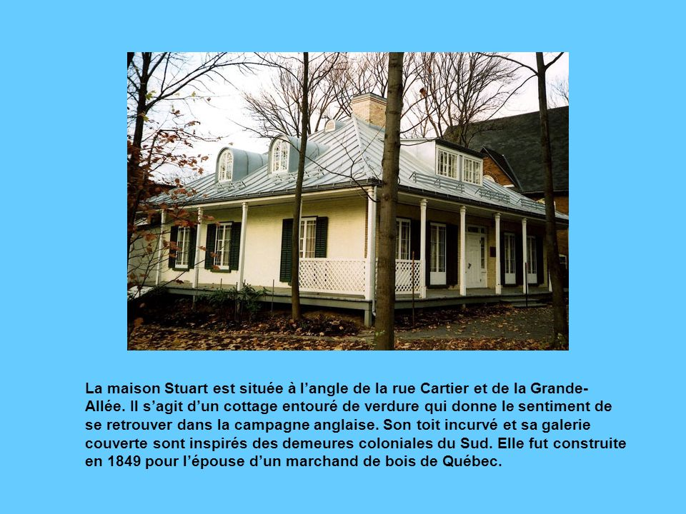 La maison Stuart est située à l'angle de la rue Cartier et de la Grande-Allée.