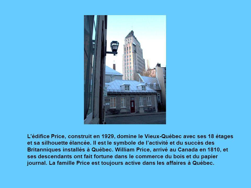 L'édifice Price, construit en 1929, domine le Vieux-Québec avec ses 18 étages et sa silhouette élancée.