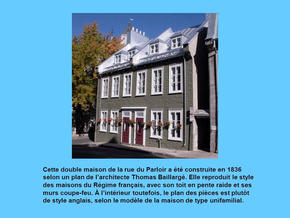 Cette double maison de la rue du Parloir a été construite en 1836 selon un plan de l'architecte Thomas Baillargé.