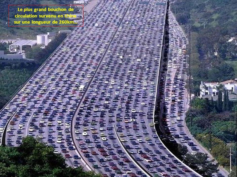 Le plus grand bouchon de circulation survenu en Chine sur une longueur de 260km…