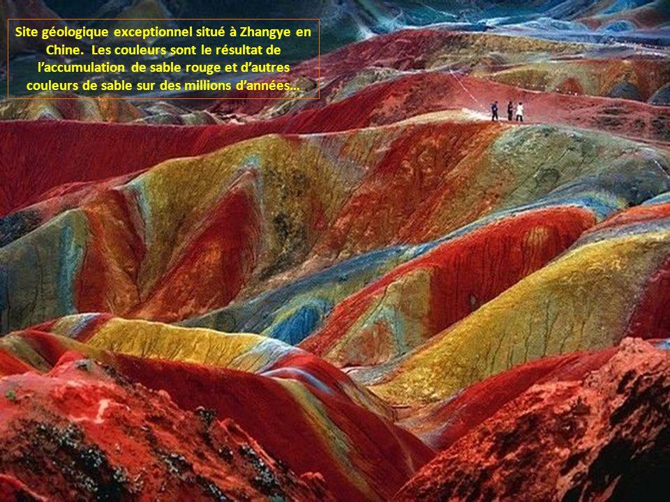 Site géologique exceptionnel situé à Zhangye en Chine