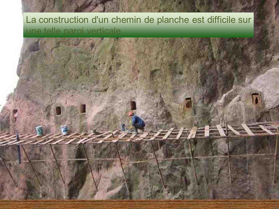 La construction d un chemin de planche est difficile sur une telle paroi verticale