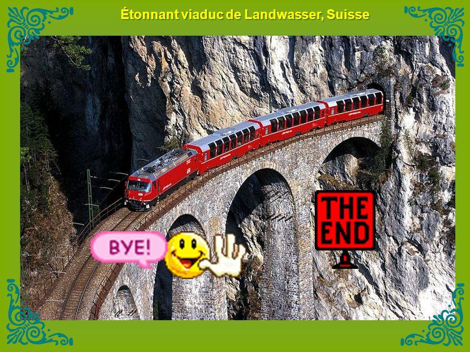 Étonnant viaduc de Landwasser, Suisse
