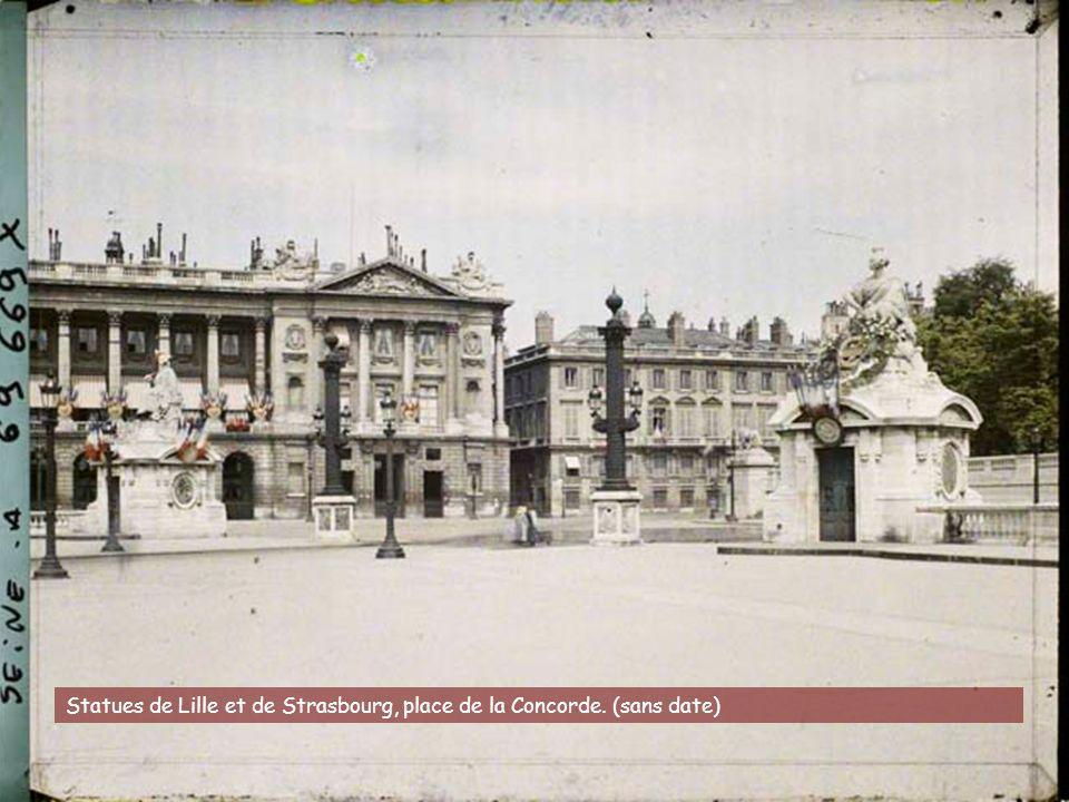 Statues de Lille et de Strasbourg, place de la Concorde. (sans date)