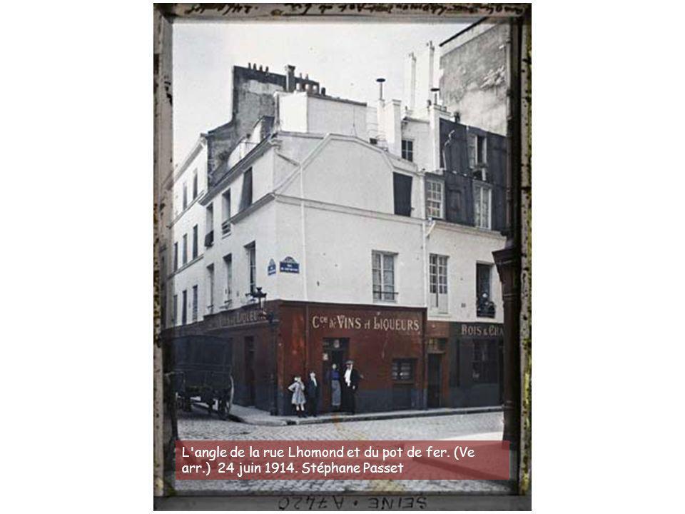 L angle de la rue Lhomond et du pot de fer. (Ve arr. ) 24 juin 1914