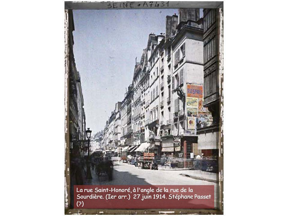 La rue Saint-Honoré, à l angle de la rue de la Sourdière. (Ier arr