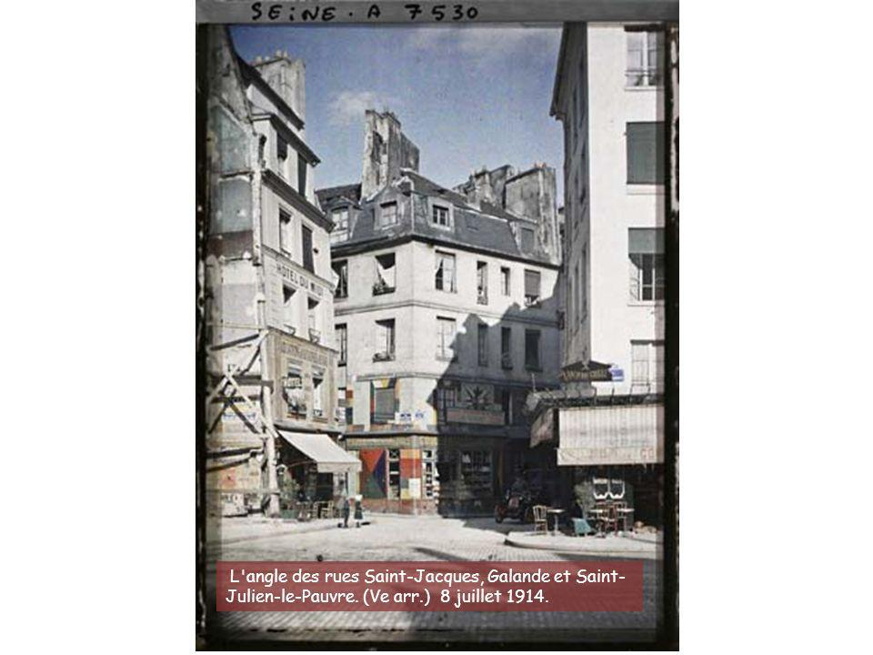 L angle des rues Saint-Jacques, Galande et Saint-Julien-le-Pauvre