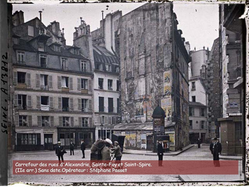 Carrefour des rues d Alexandrie, Sainte-Foy et Saint-Spire.