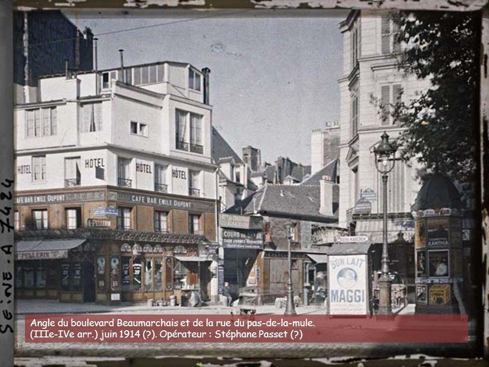 Angle du boulevard Beaumarchais et de la rue du pas-de-la-mule.