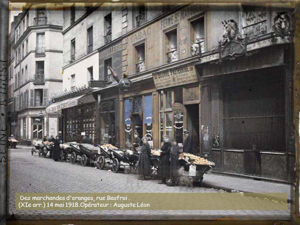 Des marchandes d oranges, rue Basfroi .