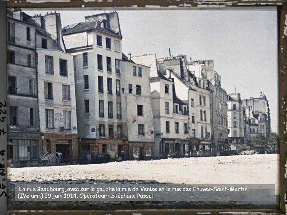 La rue Beaubourg, avec sur la gauche la rue de Venise et la rue des Etuves-Saint-Martin.