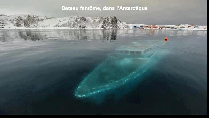 Bateau fantôme, dans l'Antarctique