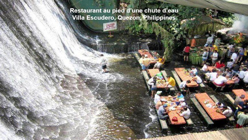 Restaurant au pied d'une chute d'eau Villa Escudero, Quezon, Philippines