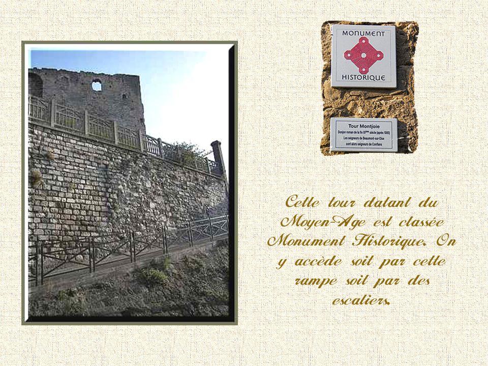 Cette tour datant du Moyen-Age est classée Monument Historique