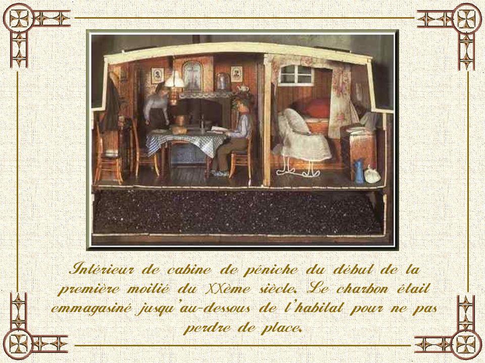 Intérieur de cabine de péniche du début de la première moitié du XXème siècle.