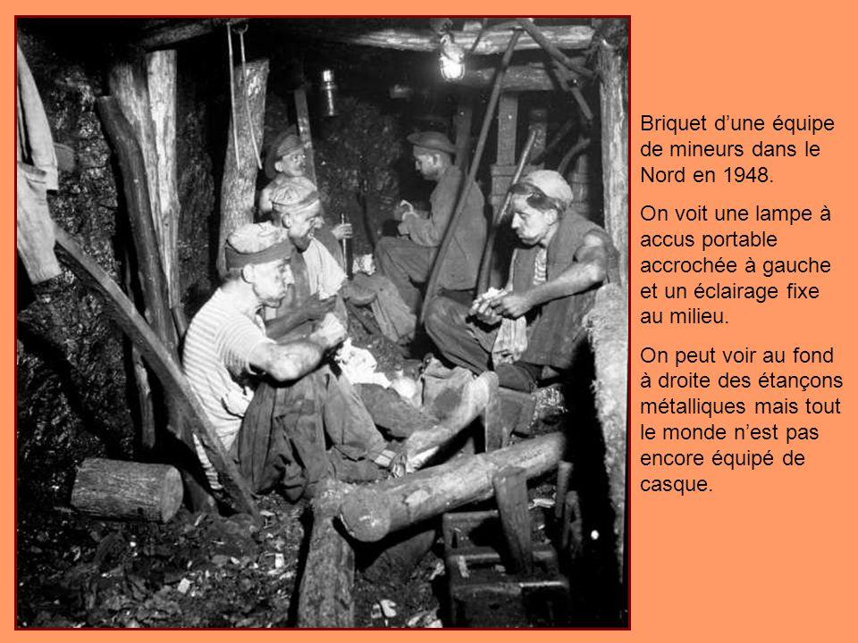 Briquet d'une équipe de mineurs dans le Nord en 1948.