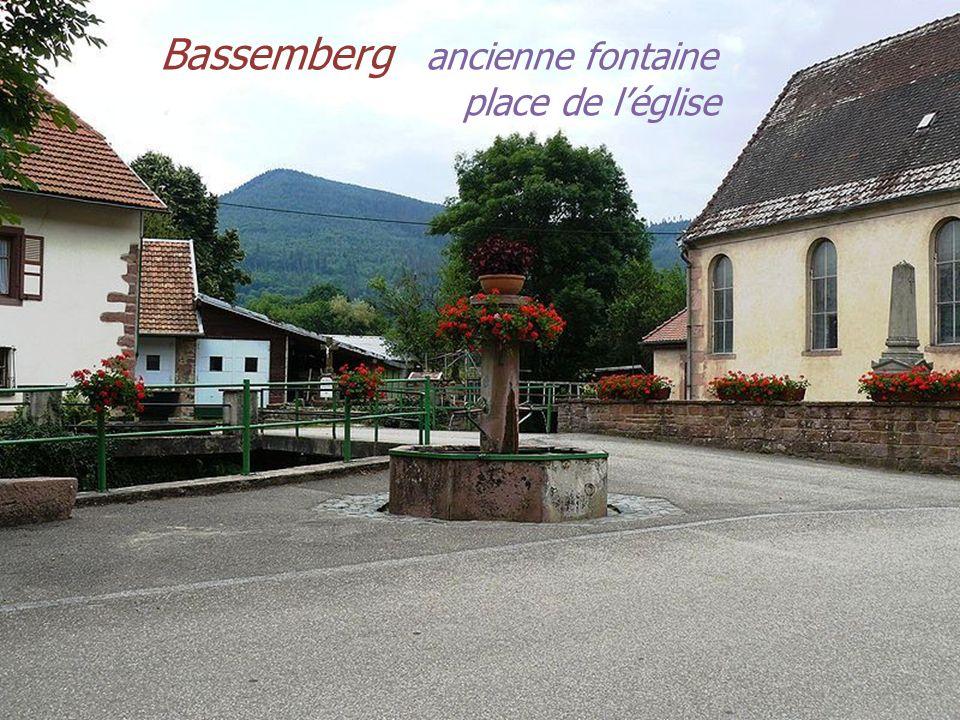 Bassemberg ancienne fontaine . . place de l'église