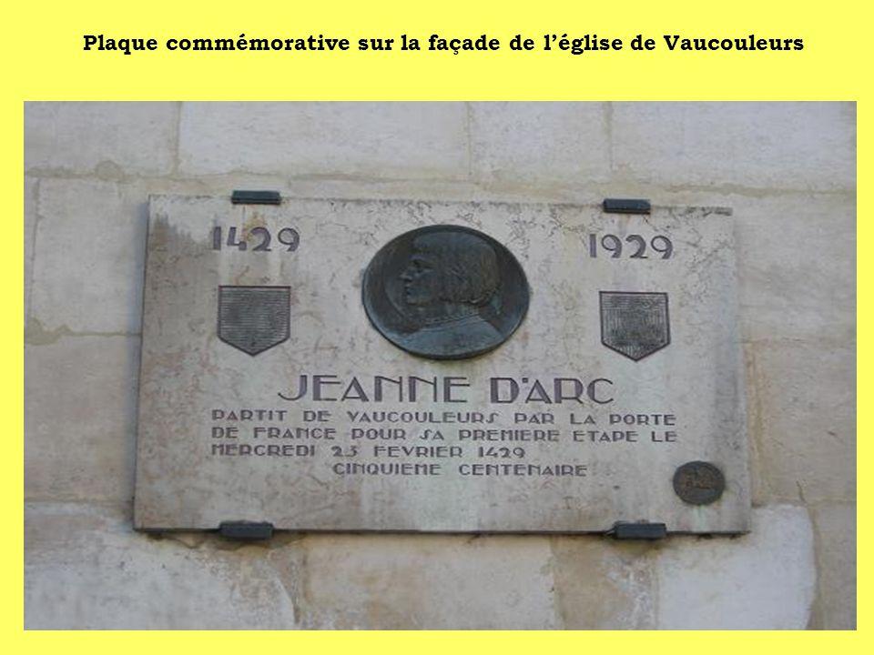 Plaque commémorative sur la façade de l'église de Vaucouleurs
