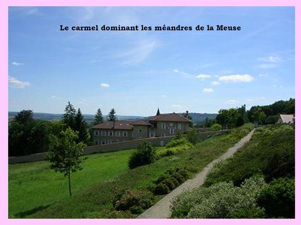 Le carmel dominant les méandres de la Meuse