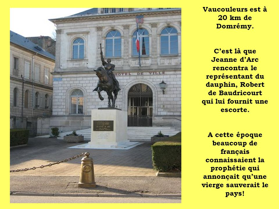 Vaucouleurs est à 20 km de Domrémy.