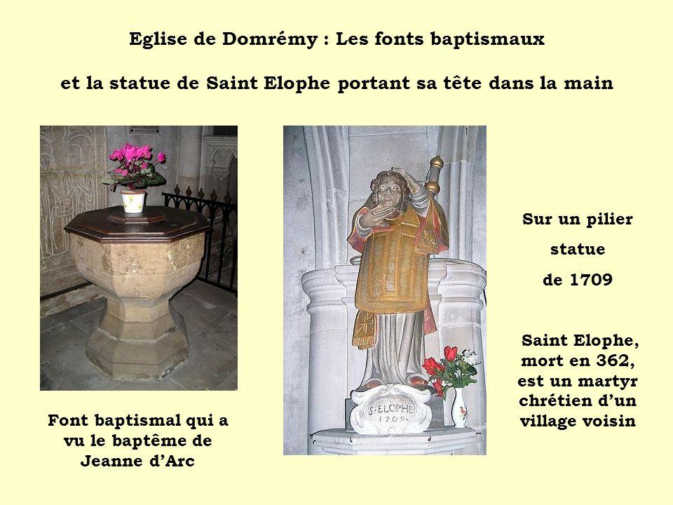 Eglise de Domrémy : Les fonts baptismaux et la statue de Saint Elophe portant sa tête dans la main
