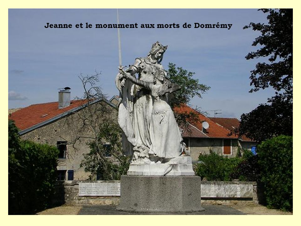 Jeanne et le monument aux morts de Domrémy