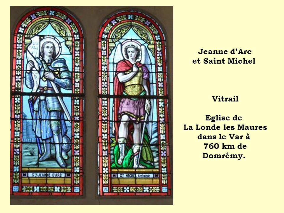 Jeanne d'Arc et Saint Michel Vitrail Eglise de La Londe les Maures dans le Var à 760 km de Domrémy.