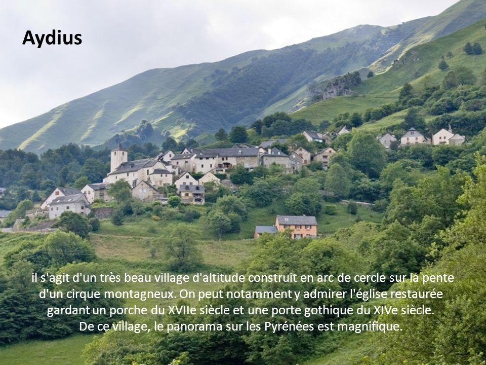De ce village, le panorama sur les Pyrénées est magnifique.